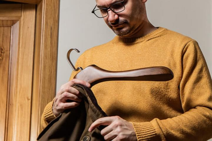 Closet clothes hangers can bear even heavy clothing