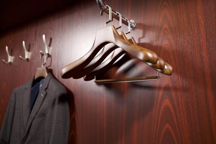 Ramínka v šatní skříni